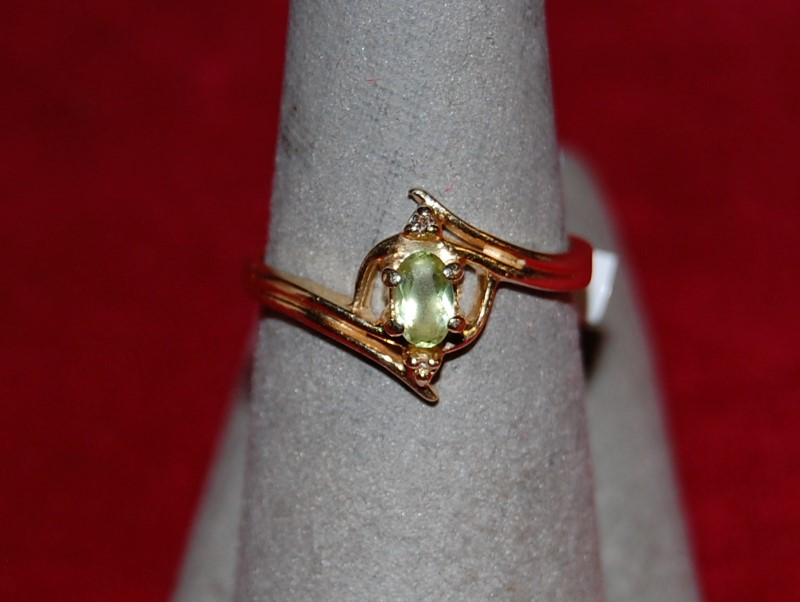 Synthetic Peridot Lady's Stone Ring 14K Yellow Gold 2.5g