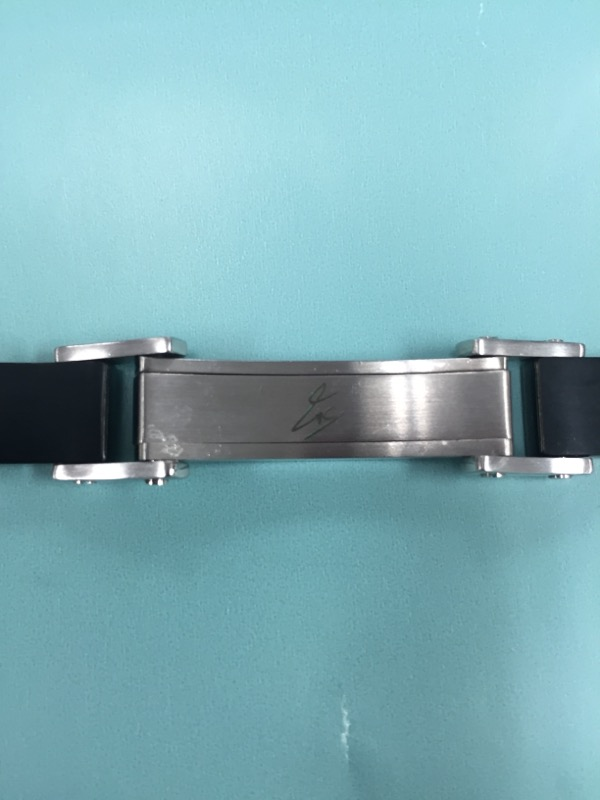 """MENS STAINLESS STEEL BLACK AND GOLD TONE CALBE BRACLET 8.5"""""""