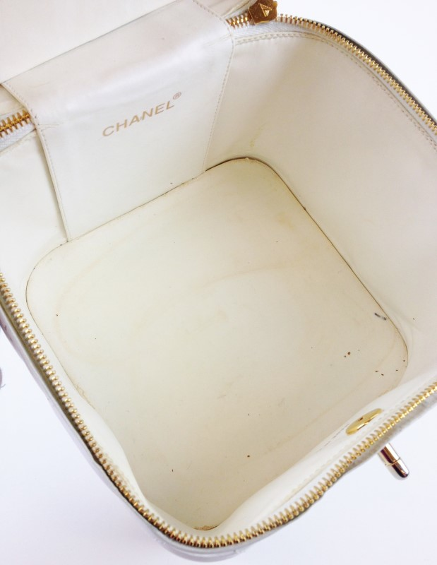 CHANEL MINI VANITY COSMETIC WHITE LAMBSKIN TRAVEL CARRY ON TOTE