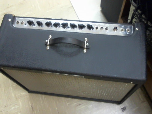 FENDER Electric Guitar Amp DEVILLE 212