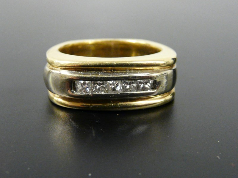 Gent's Diamond Fashion Ring 5 Diamonds .25 Carat T.W. 14K Yellow Gold 11.67dwt