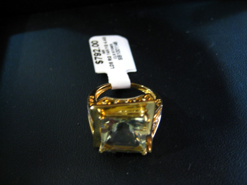 Lady's Gold Ring 14K Yellow Gold 4.4g
