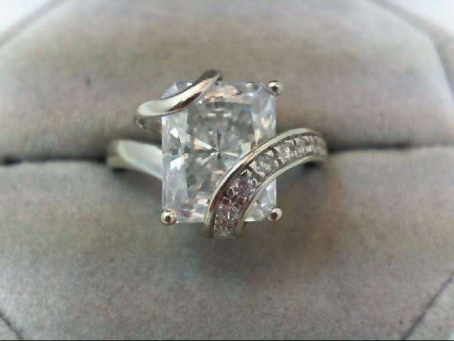 Lady's Gold Ring 10K White Gold 5.1g