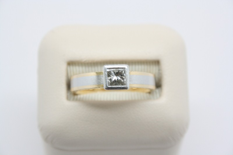 LADIE'S 2 TONE SOLITAIRE DIAMOND RING