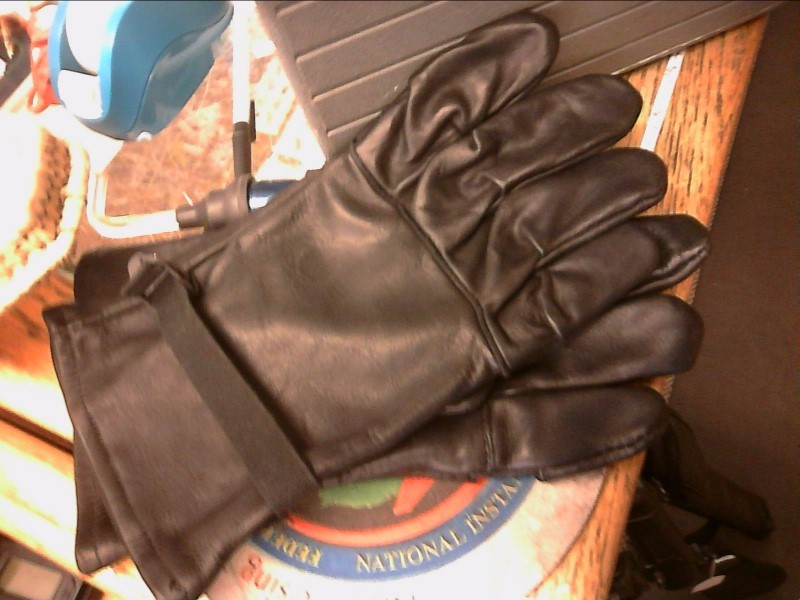 MEN'S LEATHER GLOVES SIZE 4