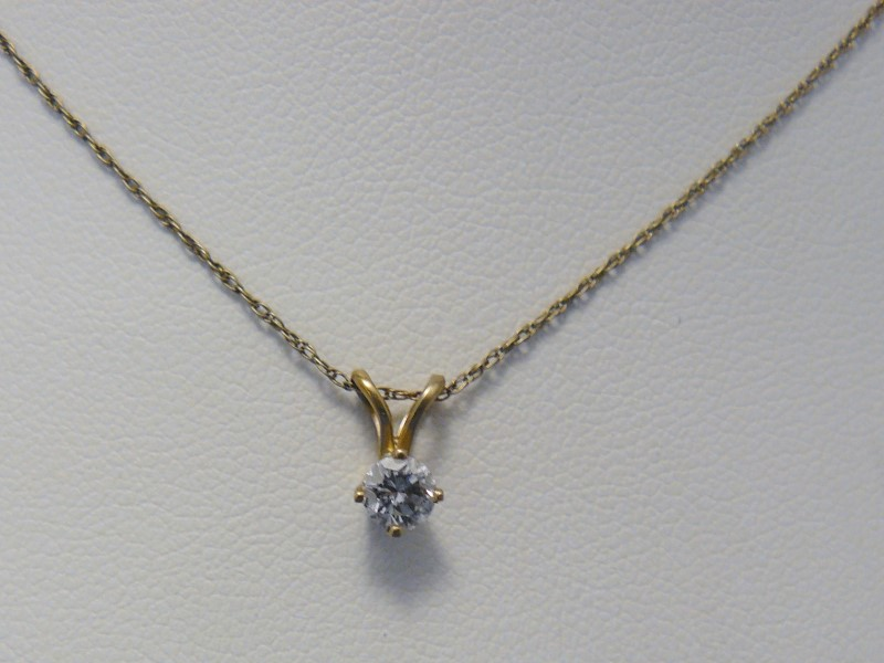 Gold-Diamond Solitaire Pendant .20 CT. 14K White Gold 1.4dwt