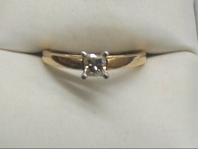 Lady's Diamond Engagement Ring .15 CT. 14K Yellow Gold 2.7g Size:7
