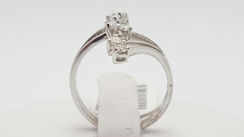 Lady's Diamond Fashion Ring 6 Diamonds 0.25 Carat T.W. 18K White Gold 2.6g Size:
