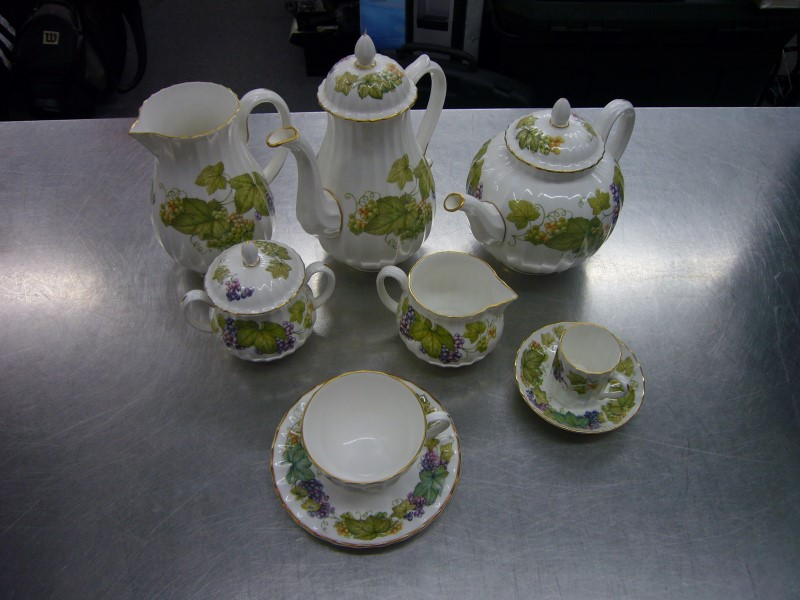 ROYAL WORCESTER Glassware VINE HARVEST CHINA SET