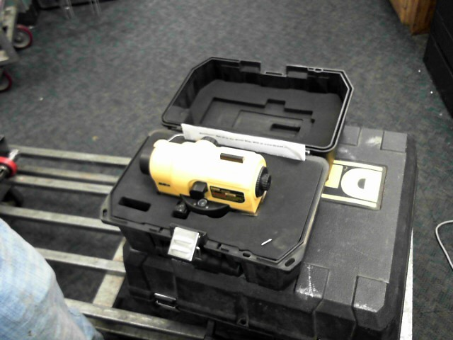 DEWALT Level/Plumb Tool DW096