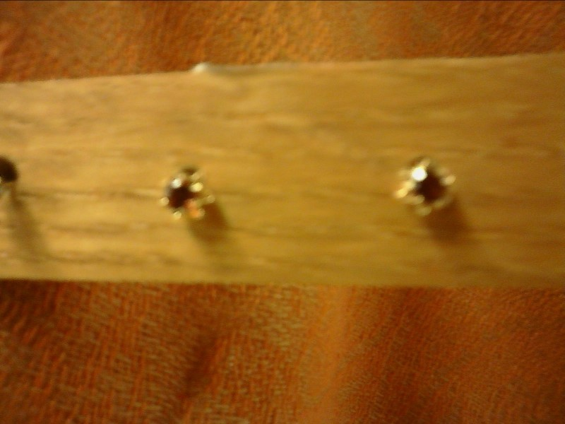 SMALL GEMSTONE EARRINGS SET IN YELLOW GOLD