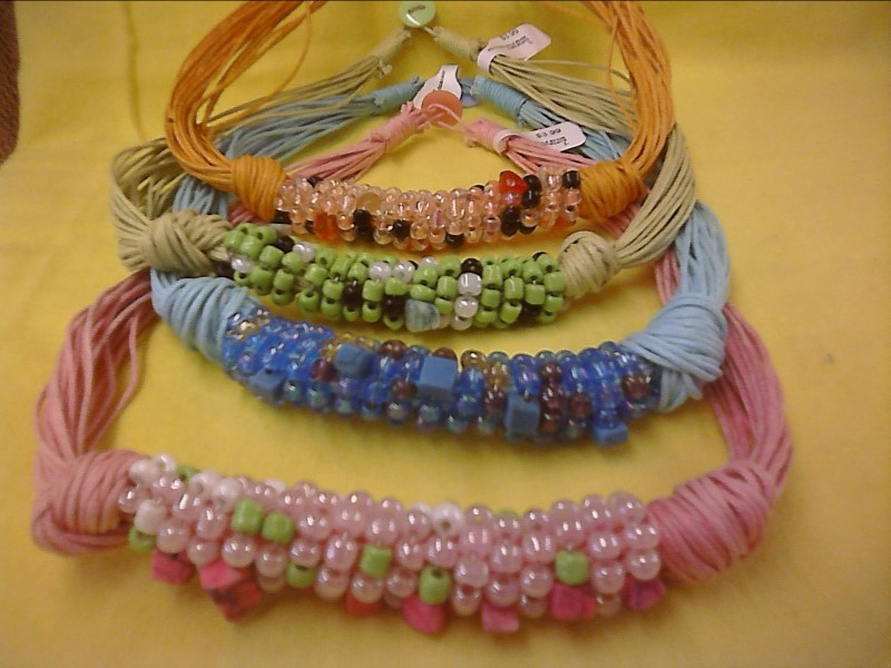 COSTUME NEW JEWELRY JEWELRY JEWELRY SHIVA IMPORTS; ASSORTED STYLE BEADED NECKLAC