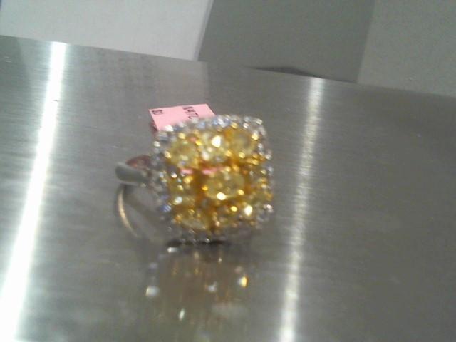 Lady's Gold Ring 18K White Gold 5.5g