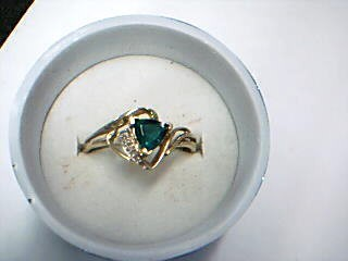 Green Stone Lady's Stone Ring 10K Yellow Gold 2.4g Size:11