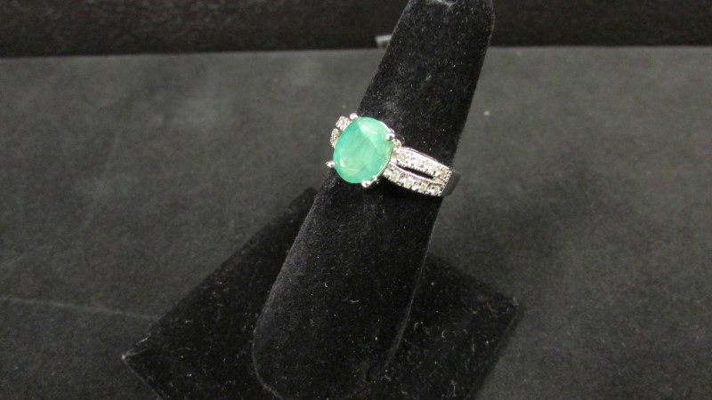 Synthetic Emerald Lady's Stone & Diamond Ring 16 Diamonds .16 Carat T.W.
