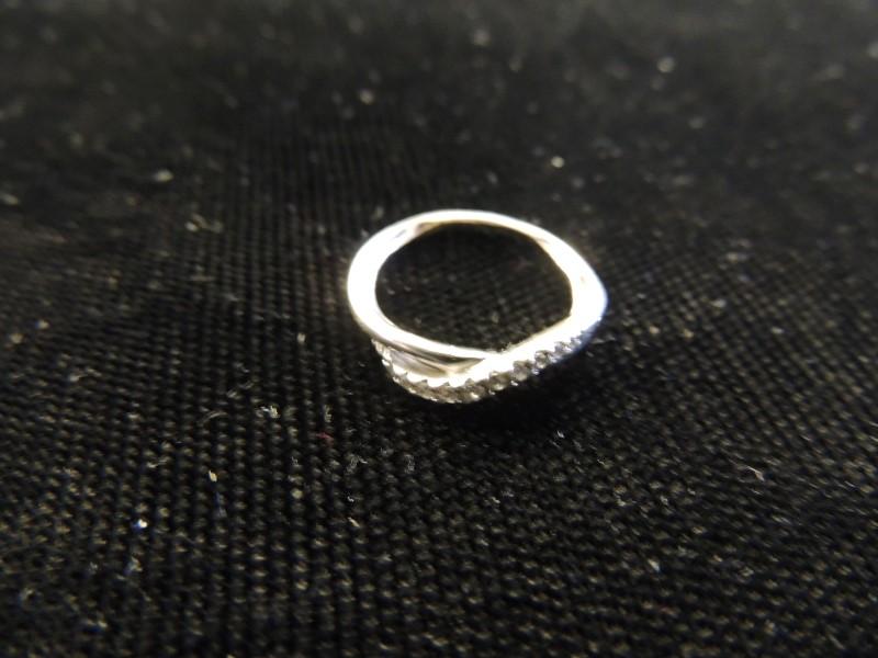 Lady's Diamond Wedding Band 11 Diamonds .11 Carat T.W. 14K White Gold 1.7g