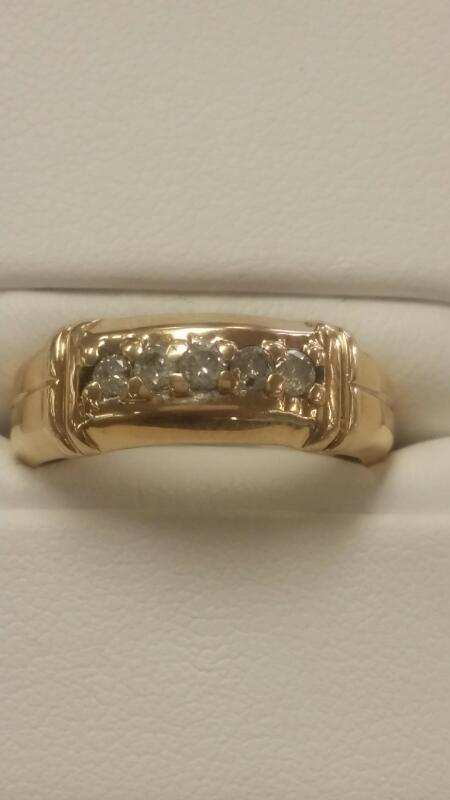 Lady's Diamond Wedding Band 5 Diamonds .25 Carat T.W. 10K Yellow Gold 2.1dwt