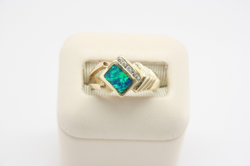 OPAL WITH DIAMOND 14K YELLOW GOLD RING