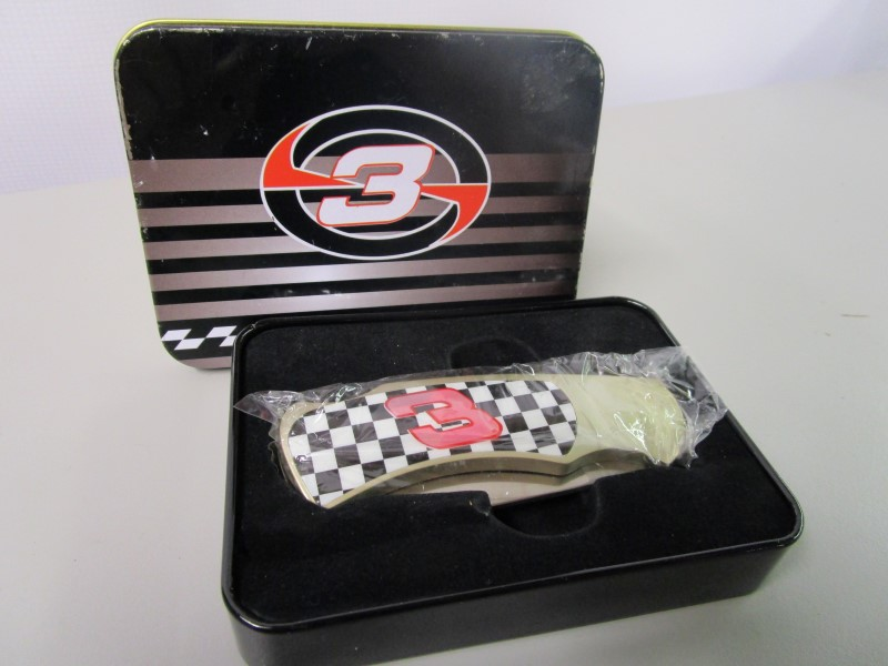 DALE EARNHARDT SPECIAL COLLECTOR'S EDITION POCKET KNIFE STILL IN PLASTIC!