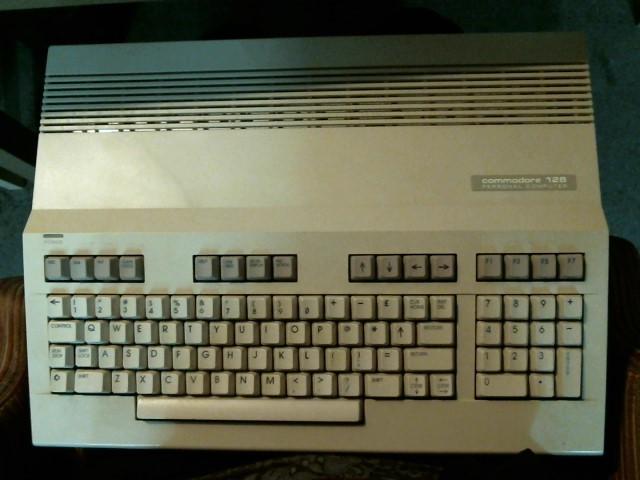 COMMODORE Computer Component C128