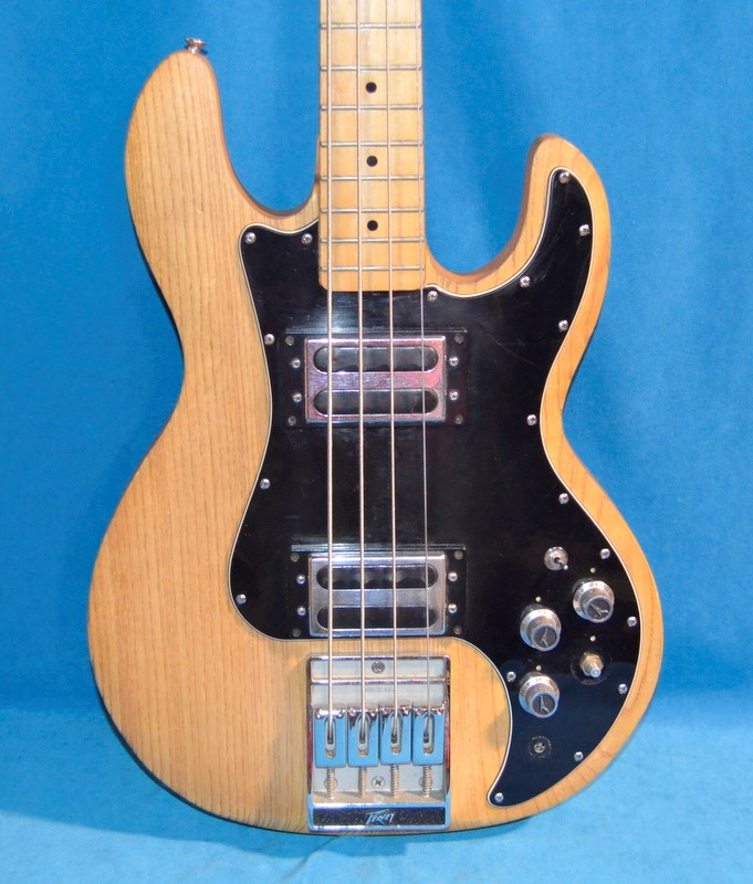 PEAVEY Bass Guitar T40