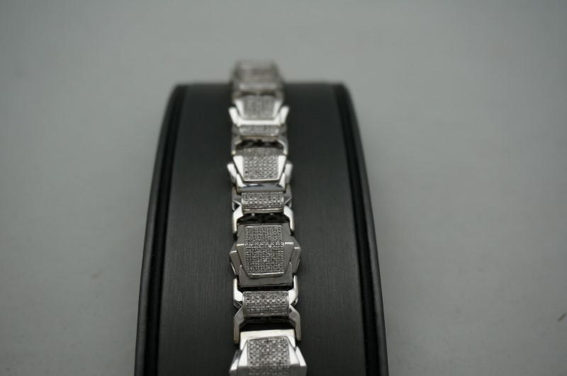 Gold-Diamond Bracelet 500 Diamonds 5.00 Carat T.W. 10K White Gold 33.3dwt