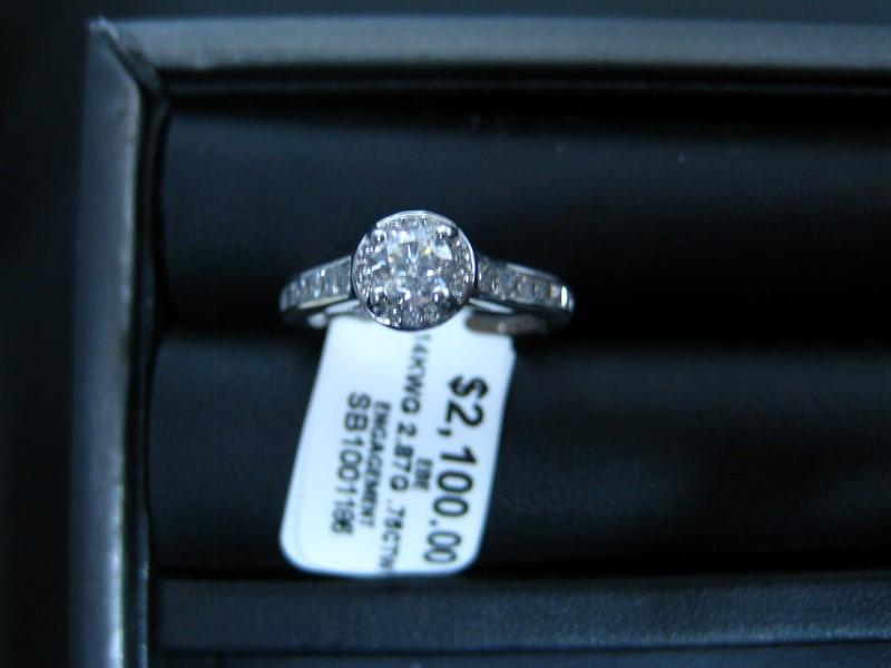 Lady's Gold Ring 14K White Gold 2.87g