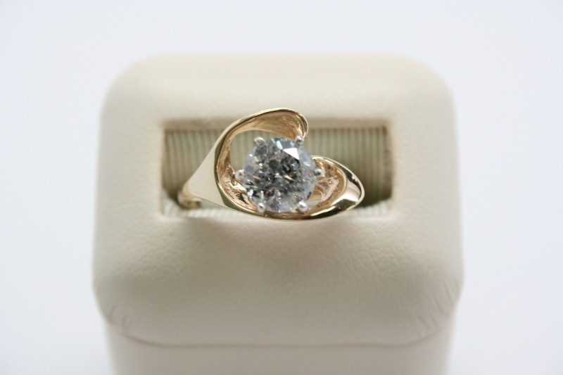 LADY'S FASHION STYLE SOLITAIRE DIAMOND RING 18K YELLOW GOLD