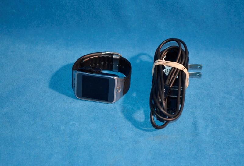 SAMSUNG Gent's Wristwatch SM-R380 GEAR 2