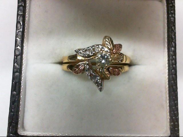 Lady's Diamond Wedding Set 5 Diamonds 0.19 Carat T.W. 10K Tri-color Gold 3.4g