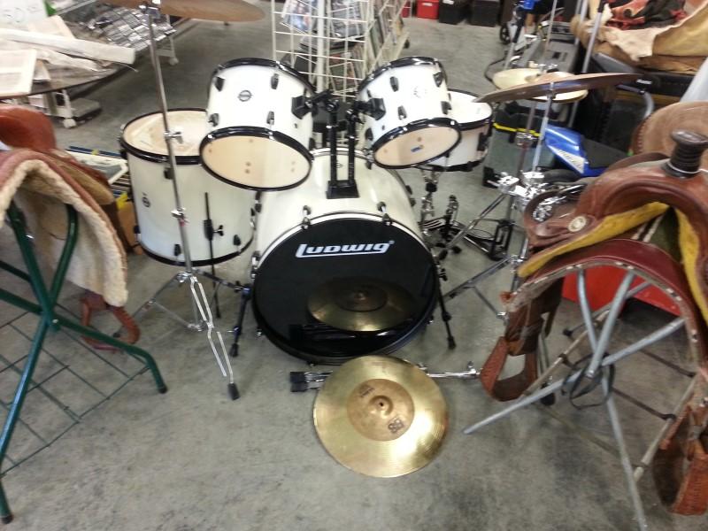 LUDWIG Drum Set 5 PIECE SET DRUMS