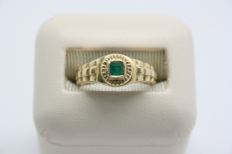 LADY'S EMERALD 18K YELLOW GOLD RING