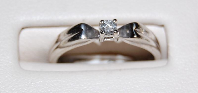 14K White Gold Lady's Diamond Engagement Ring 2.4G 0.1CTW Size 6.25