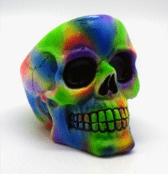 FANTASY GIFTS 2573 TYE DYE SKULL ASHTRAY