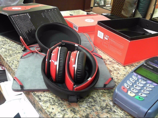 BEATS AUDIO Headphones 19003-665