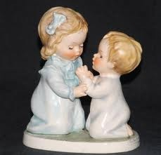 GOEBEL Collectible Plate/Figurine THE WAY TO PRAY