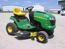JOHN DEERE Lawn Tractor L110