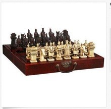 CHINESE PORTABLE CHESS SET