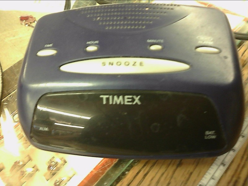 TIMEX Clock T106L