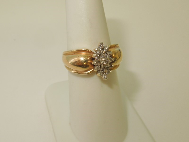 DIAMOND CLUSTER RING 14K - 6.1 GRAMS