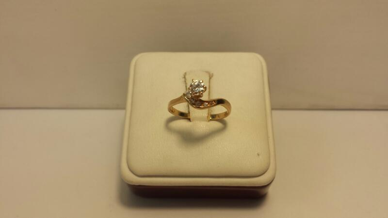 14k Yellow Gold Ring with 6 White Stones - 1.3dwt - Size 7