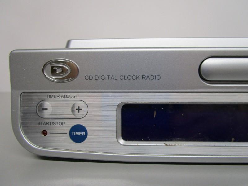 DURABRAND W375-K UNDER CABINET CD/ RADIO WITH REMOTE