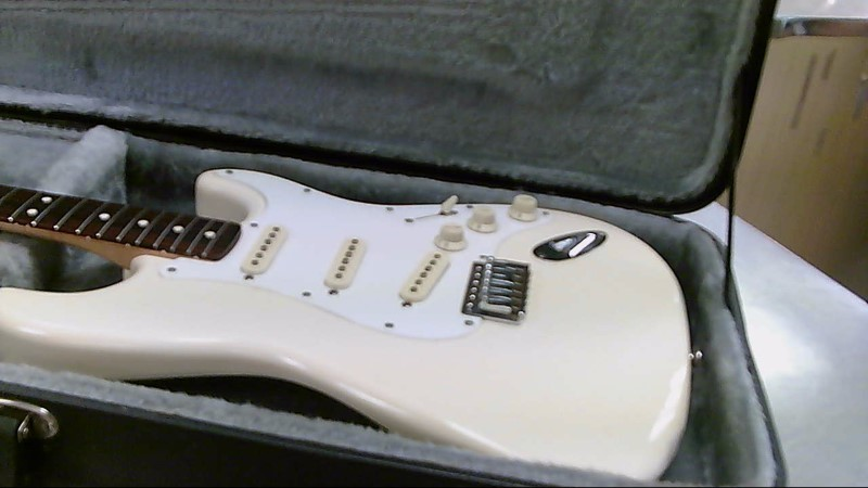 FENDER GUITAR STRATOCASTER CREAM/IVORY MEXICAN