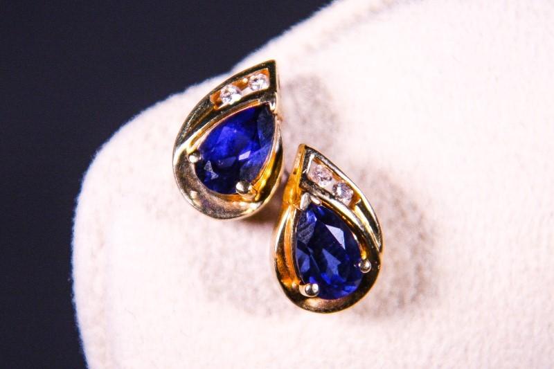 Gold-Diamond Earrings 4 Diamonds .04 Carat T.W. 14K Yellow Gold 2.2g