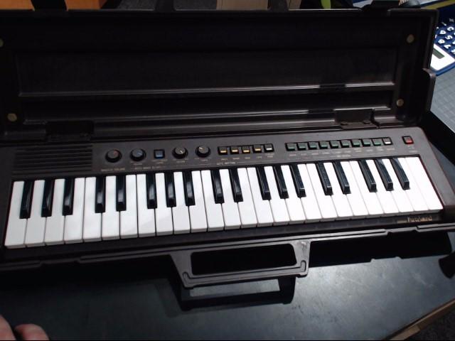 YAMAHA Keyboards/MIDI Equipment PORTASOUND PSS-470