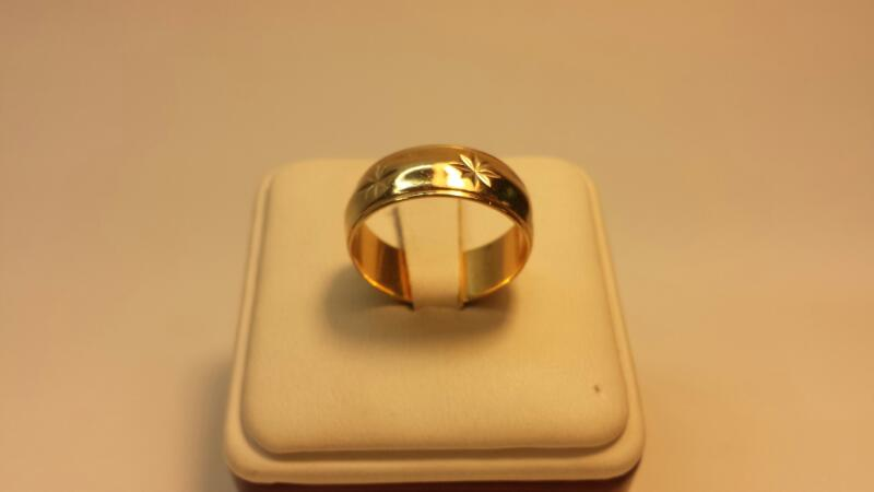 14k Yellow Gold Ring with Star Engravings 4.2dwt - Size 9.5