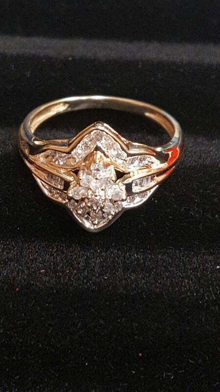Lady's Diamond Cluster Ring 26 Diamonds .26 Carat T.W. 10K Yellow Gold 1.7dwt