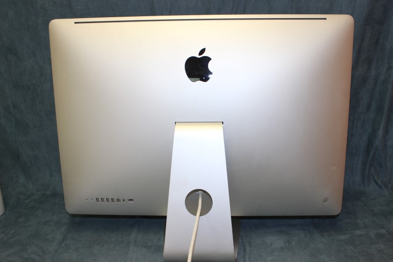"Apple 27"" iMac 2.66GHz Intel i5, 1TB HD, 4GB Memory Late 2009"