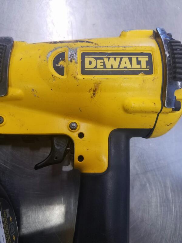 DEWALT Nailer/Stapler D51321