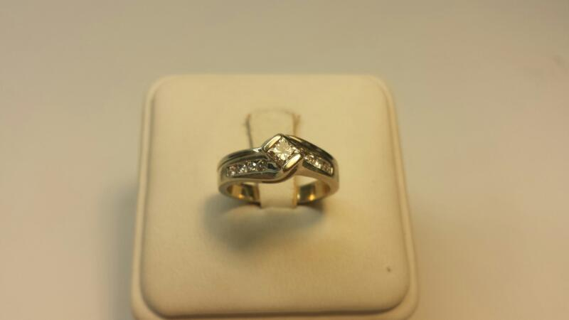 14k White Gold Ring with 17 Diamonds at .52ctw - 3.3dwt - Size 5.5
